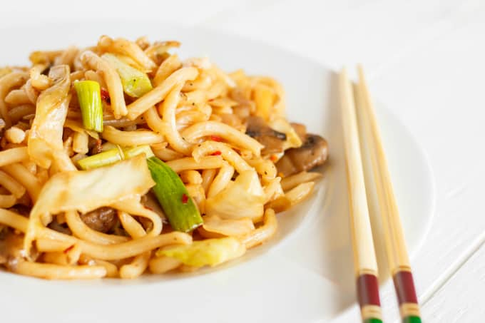 Fried Udon Noodles with Mushrooms and Cabbage 1