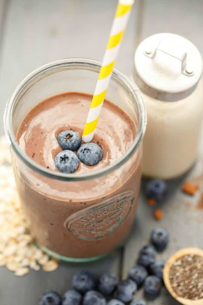 Almond Milk Banana-Blueberry Breakfast Smoothie #vegan