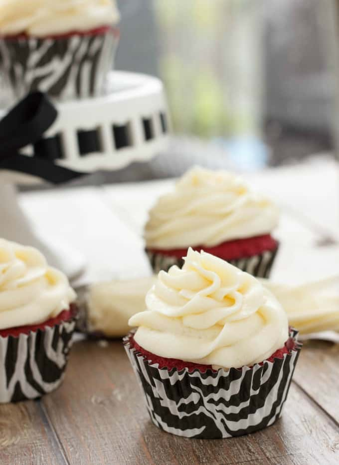 Red Velvet Cupcakes with Cream Cheese Frosting #dessert