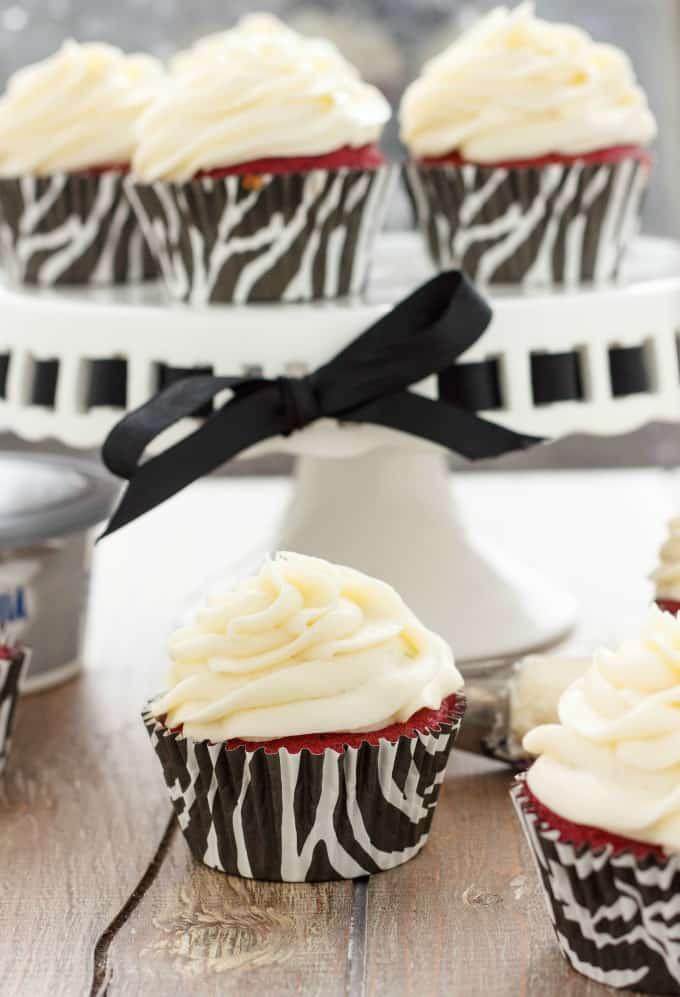 Red Velvet Cupcakes with Cream Cheese Frosting #redvelvet