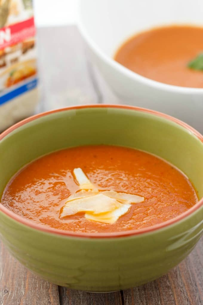 Roasted Tomato and Garlic Soup #soup