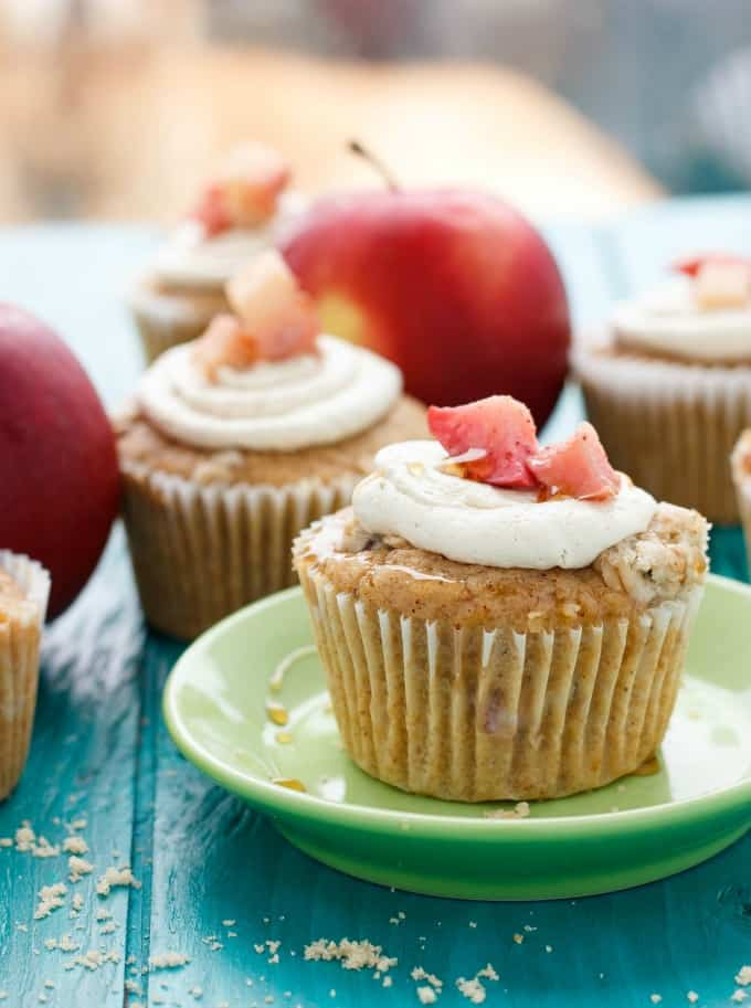 Apple Pie Cupcakes with a Crispy Topping #apples