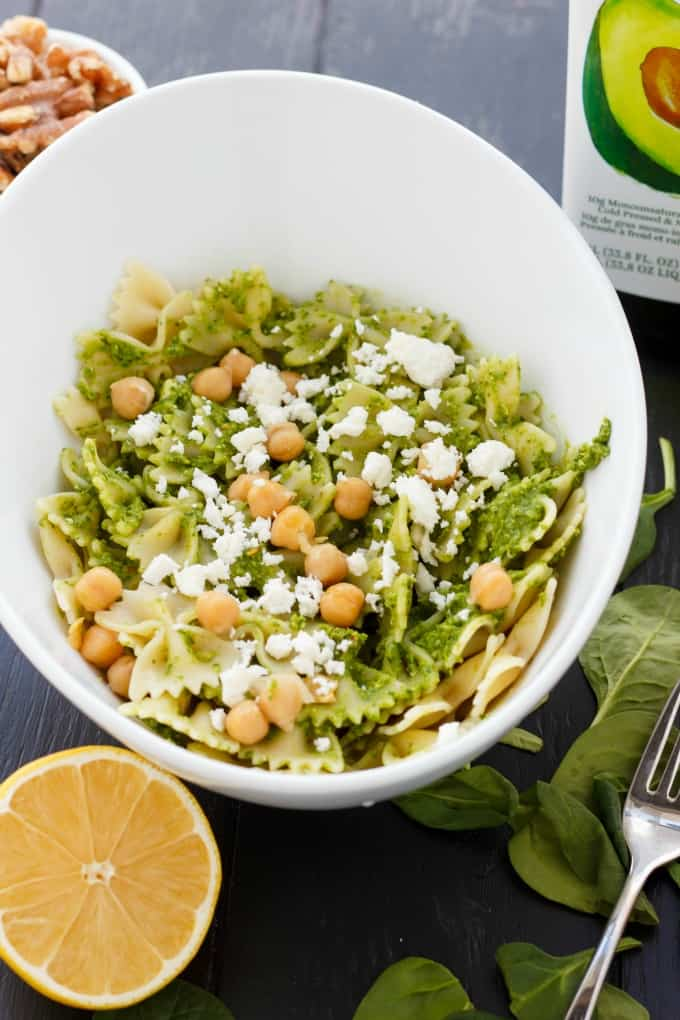 Spinach Sauce with Chickpeas and Walnuts #pasta #vegan