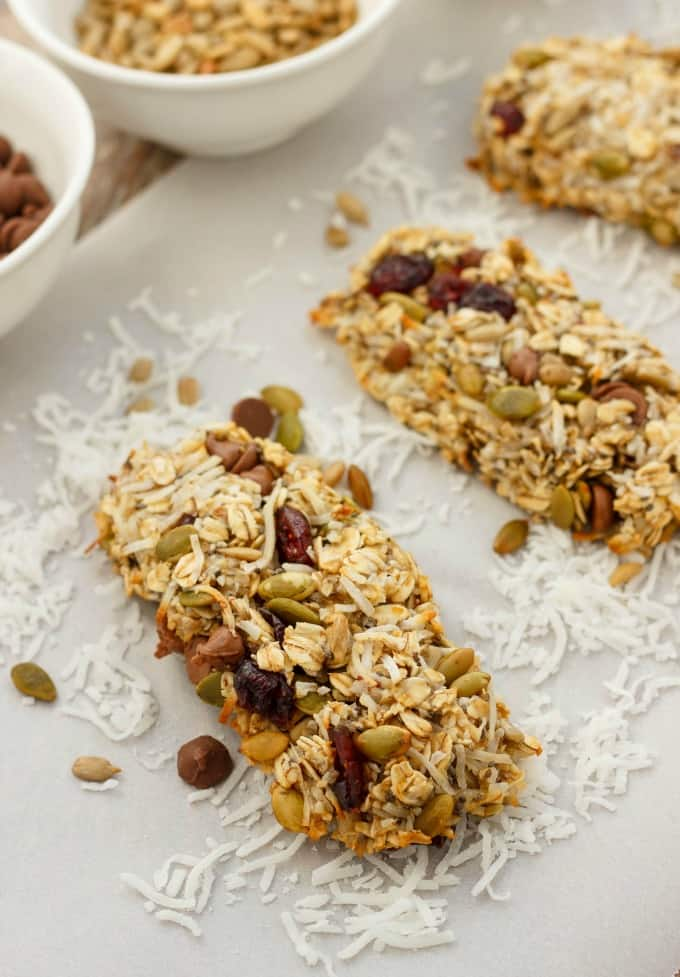 Three-Ingredient Banana Granola Bars #vegan
