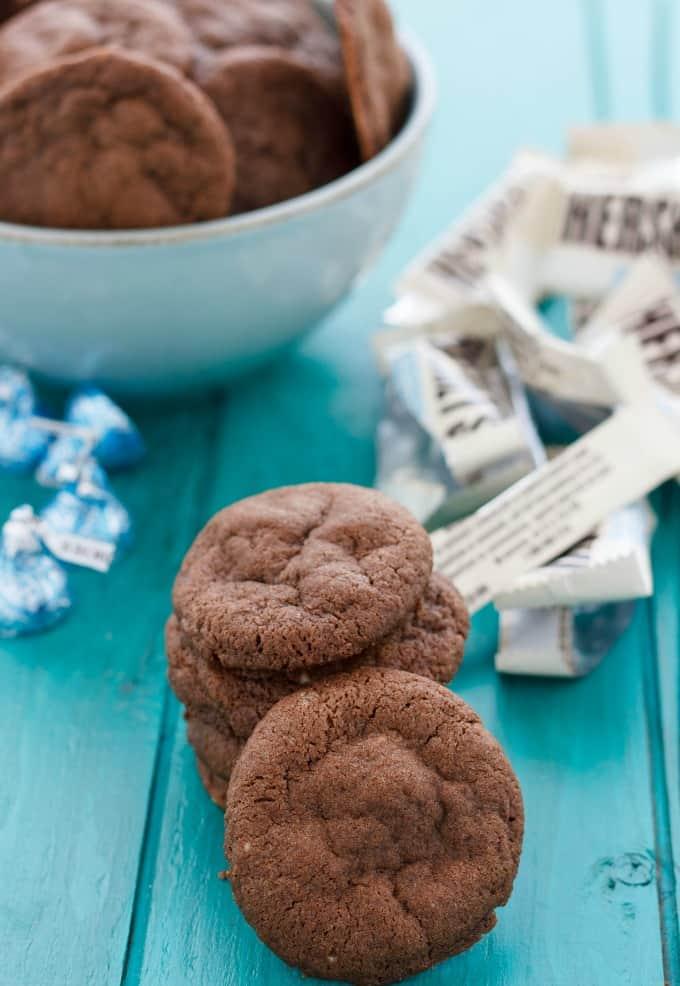 Cookies 'n' Cream Stuffed Cookies #chocolate