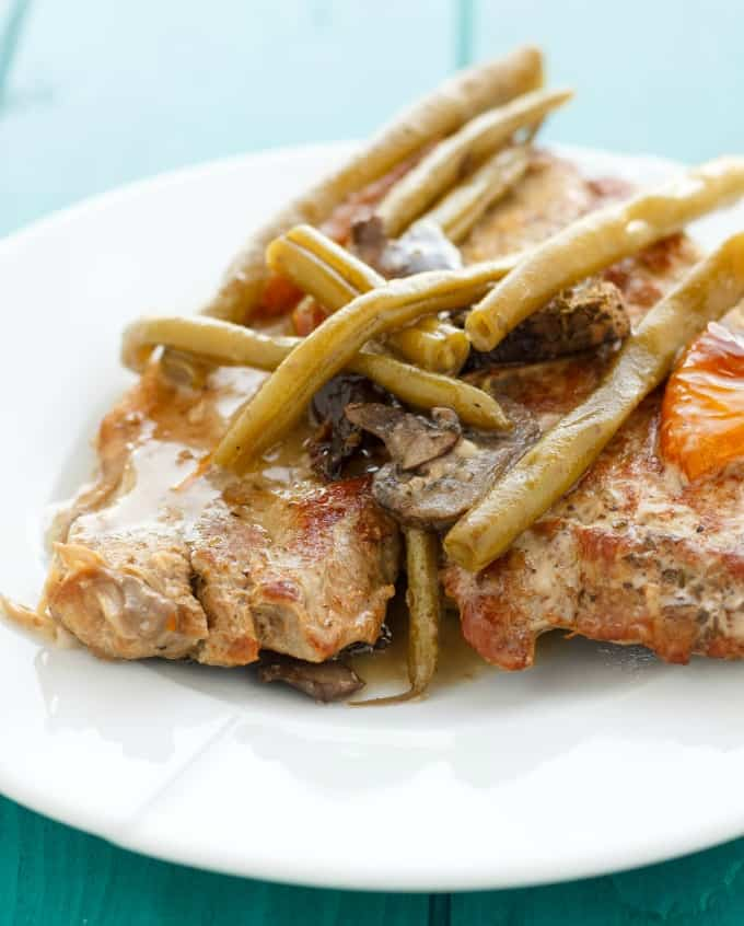 Pork Chops with Green Beans in the Slow Cooker #slowcooker