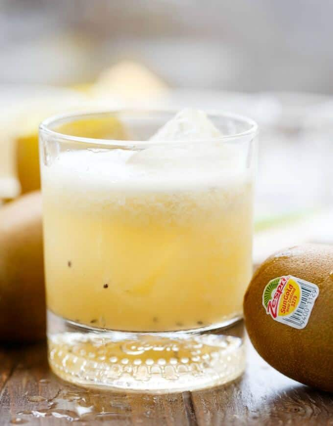 Kiwi Whiskey Sour #kiwifruit