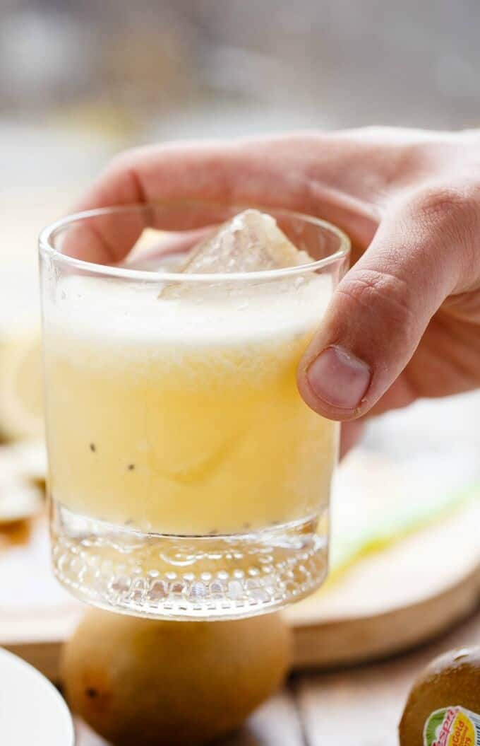 Kiwi Whiskey Sour #whiskeysour